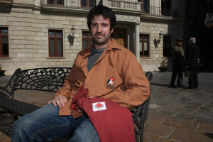 Albert Canaldas, al Mercadal, amb les camises dels Xiquets de Cambrils i els Xiquets de Reus