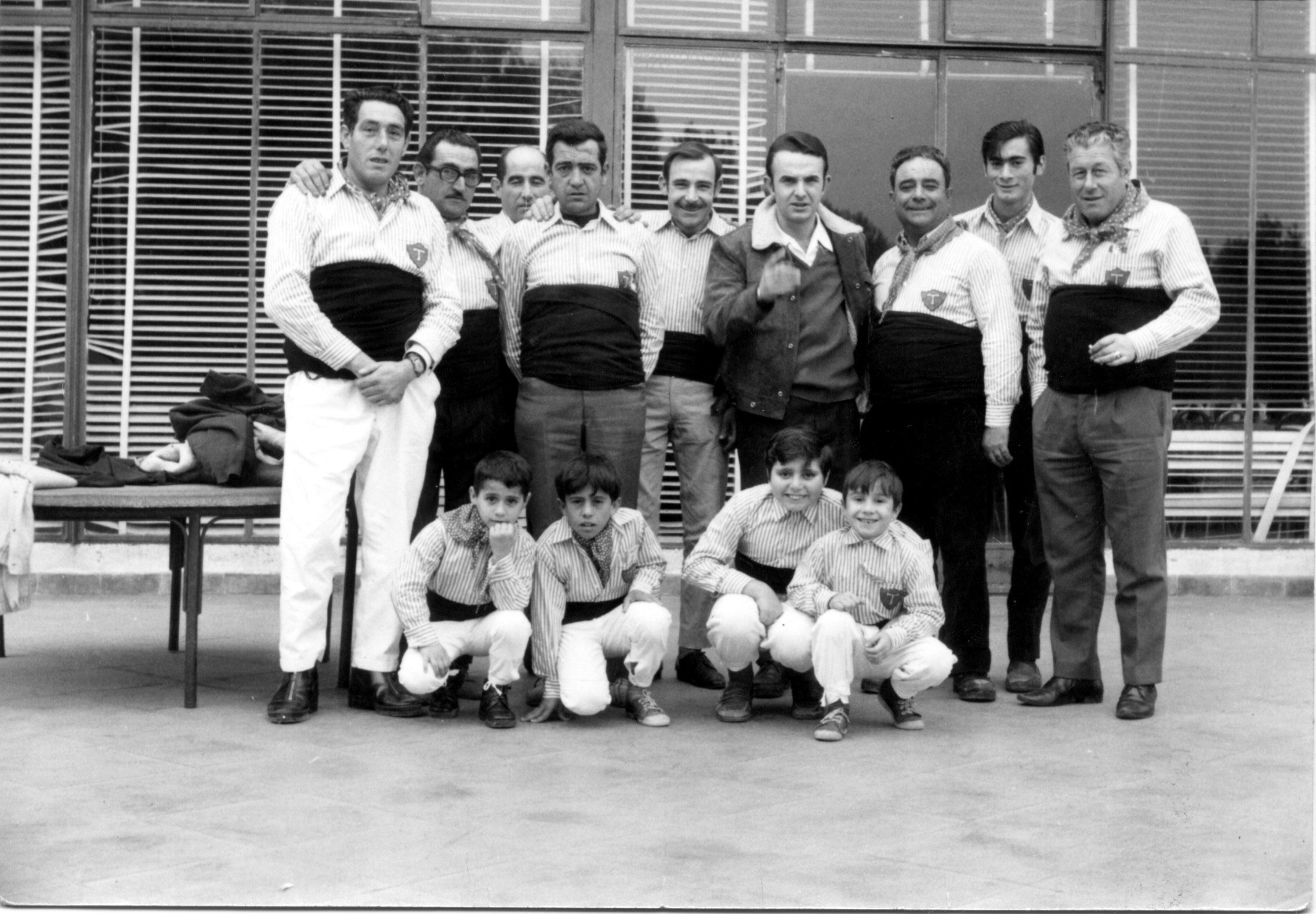 Quico-Pino-segon-de-genolls-per-lesquerre.-Foto-indeterminada-al-1970.-Autor-desconegut.-Arxiu-Xiquets-de-Tarragona